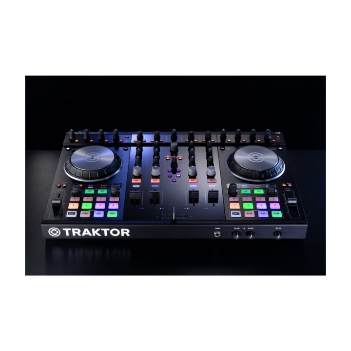Native Instruments Traktor Kontrol S4 Mk2 7