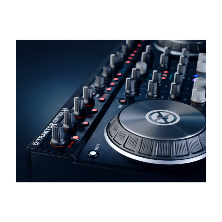 Native Instruments Traktor Kontrol S4 Mk2 5